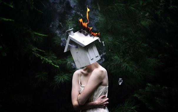Фото обои девушка, огонь, домик