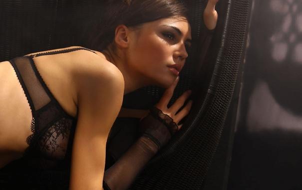 Фото обои грудь, взгляд, девушка, лицо, стена, волосы