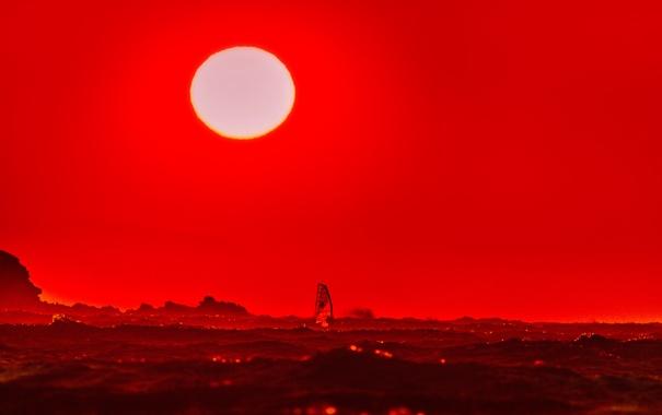 Фото обои море, волны, солнце, закат, зарево, парус, виндсёрфинг