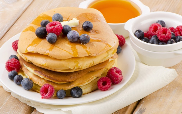 Фото обои ягоды, малина, черника, мед, оладьи