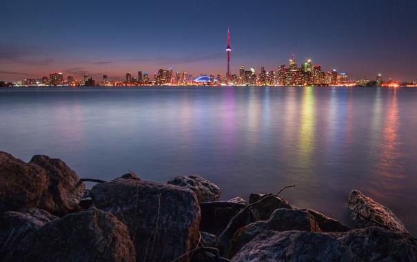 Фото обои ночь, город, огни, озеро, отражение, камни, Канада