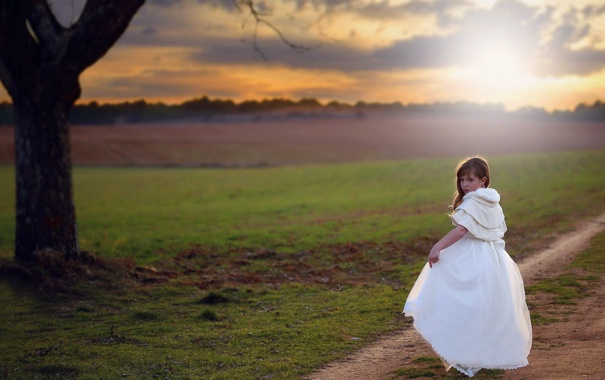 Фото обои дорога, поле, девочка
