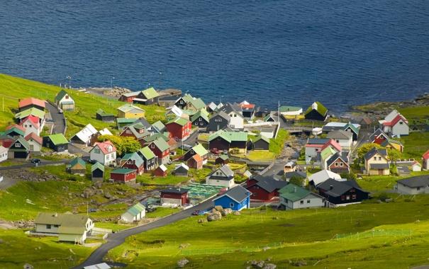 Фото обои дорога, море, трава, камни, берег, цвет, дома