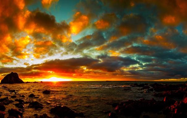 Фото обои море, небо, солнце, облака, закат, камни, побережье