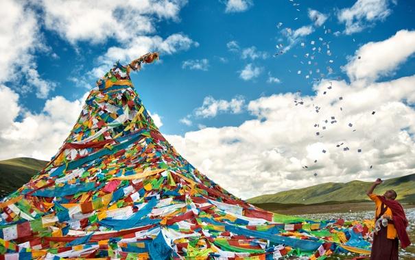 Фото обои Китай, ленты, листочки, western China, Qinghai Lake, бумага, сооружение