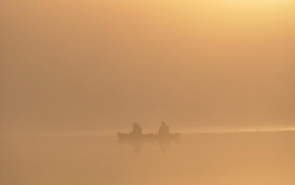 Фото обои туман, озеро, река, люди, лодка, рыбаки
