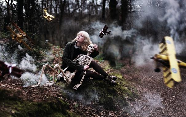 Фото обои девушка, скелет, самолёты