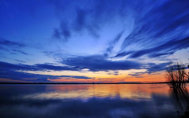 Фото обои небо, облака, закат, озеро, зеркало