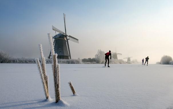 каток речка мельницы зима люди катание  № 1796456 загрузить
