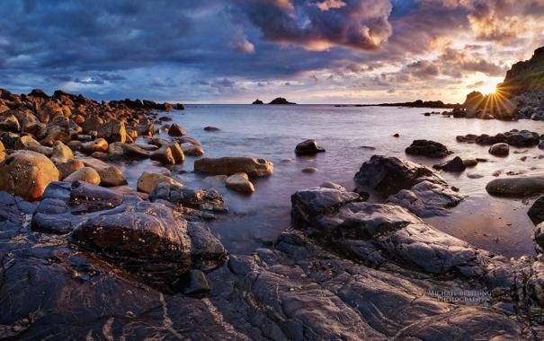 Фото обои море, небо, облака, закат, камни, берег, sky