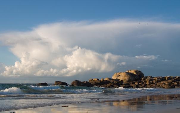 Фото обои облака, пляж, небо, волны, камни, море