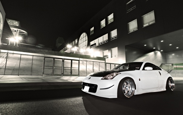 Фото обои ночь, город, здание, nissan, cars, auto, tuning