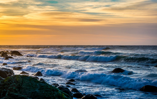 Фото обои море, волны, небо, облака, шторм, камни, горизонт