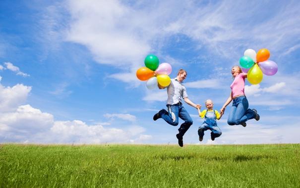Фото обои шарики, радость, природа, дети, праздник, семья