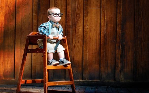 Фото обои сидит, мальчик, удивление, ребёнок, очки