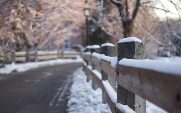 Фото обои дорога, снег, забор, bokeh