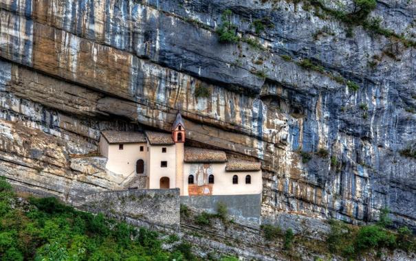 Фото обои скала, италия, вера, эрмитаж, трентино, святой колумб, отшельничество