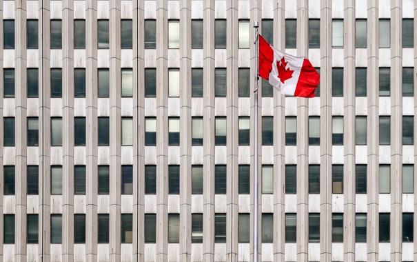 Фото обои город, дом, флаг