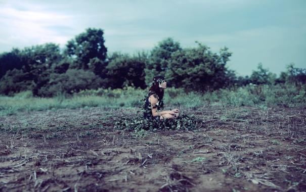 Фото обои поле, трава, девушка