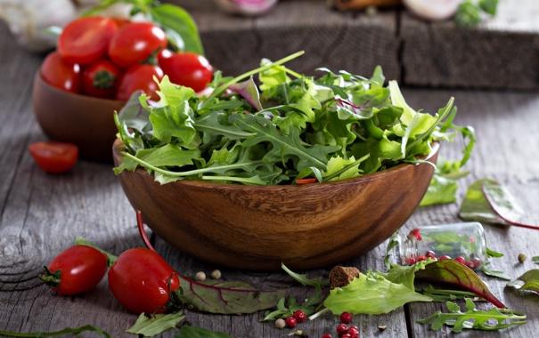 Фото обои Mixed green salad leaves in a wooden bowl, Зеленые листья салата в деревянной миске, Green ...