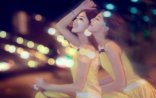 Фото обои радость, счастье, ночь, огни, движение, девушки, позитив