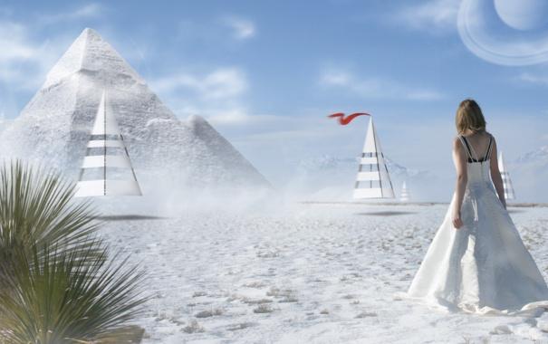 Фото обои песок, девушка, пальмы, пирамиды, конусы