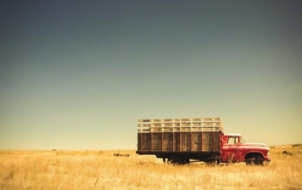 Фото обои поле, небо, трава, забор, грузовик, ферма