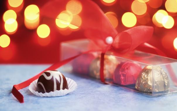Фото обои огни, подарок, конфеты, лента, сладкое, боке, коробочка