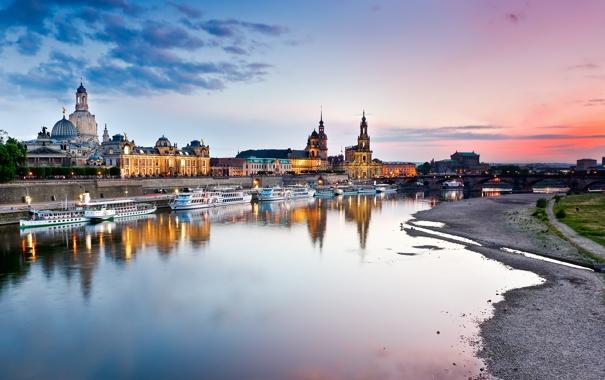Фото обои небо, вода, тучи, город, отражение, река, рассвет