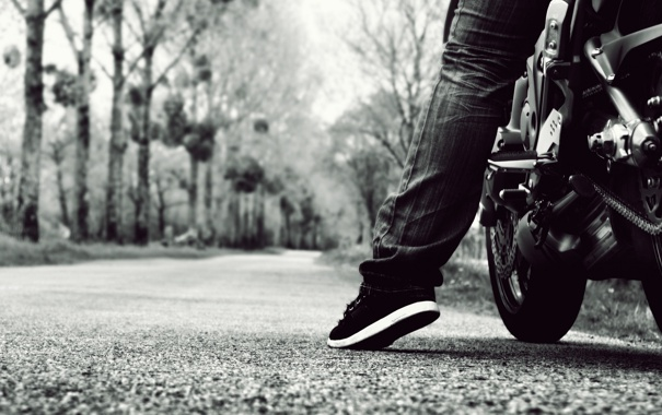 Фото обои дорога, мотоцикл, нога