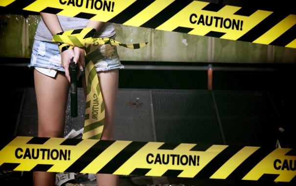 Фото обои девушка, ленты, пистолет, оружие