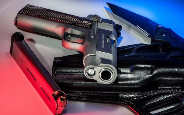 Фото обои макро, пистолет, патроны, кобура