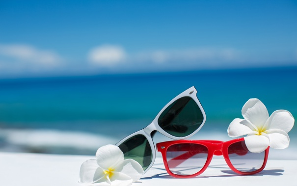 Фото обои summer, beach, sea, flowers, sun, blue sky, glasses