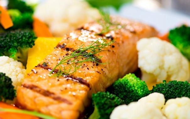 Фото обои зелень, морковь, брокколи, запеченный лосось