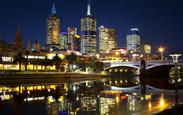 Фото обои ночь, мост, город, огни, река, пальмы, небоскребы