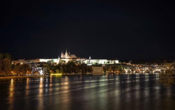 Фото обои деревья, ночь, река, дома, Прага, Чехия, архитектура