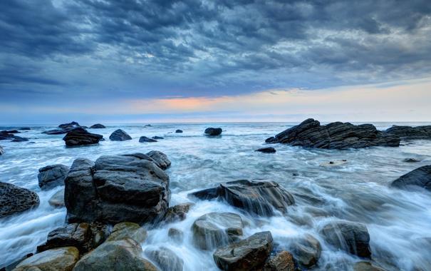 Фото обои море, волны, закат, тучи, камни