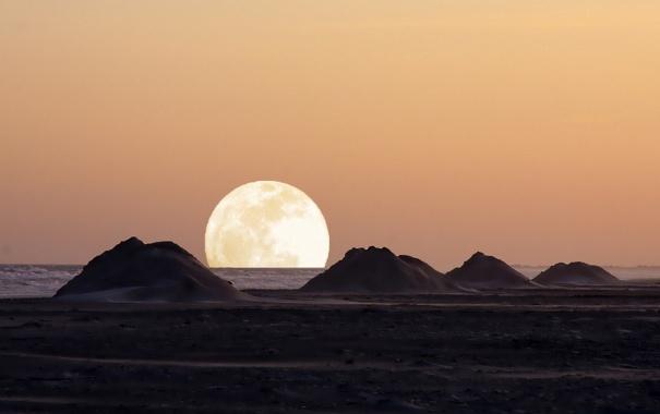 Фото обои море, холмы, луна
