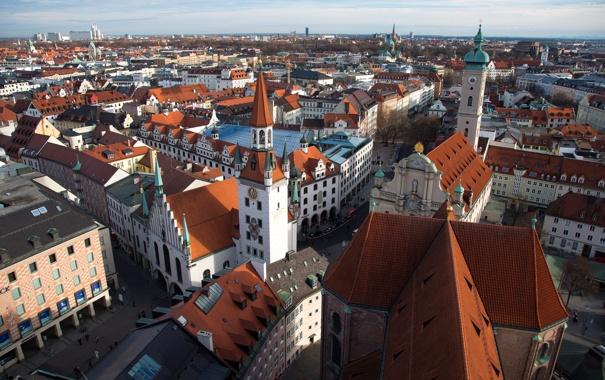 Фото обои крыша, небо, дома, Германия, Мюнхен, панорама, старая ратуша