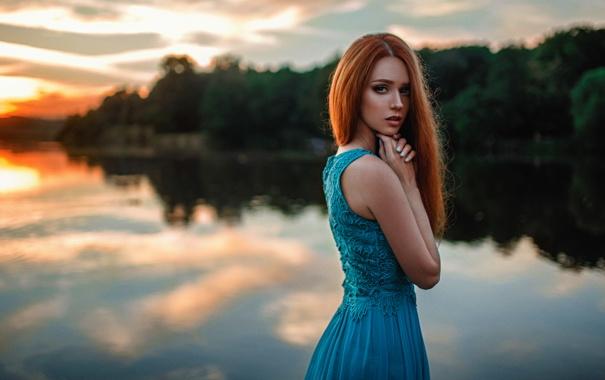 Фото обои Закат, Солнце, Вода, Девушка, Озеро, Волосы, Платье