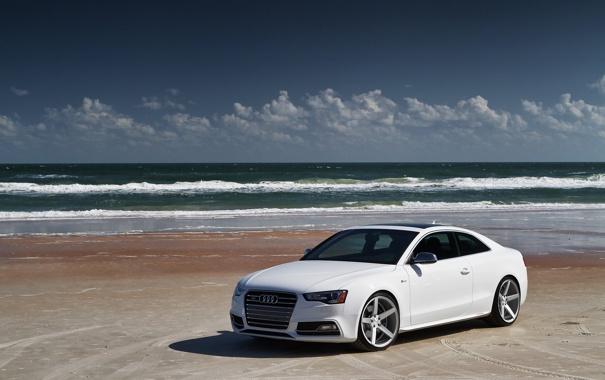 Фото обои песок, море, волны, пляж, облака, ауди, audi