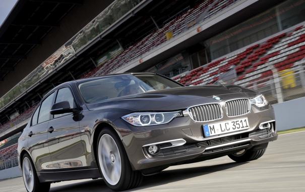 Фото обои серый, бмв, BMW, седан, передок, трибуны, F30