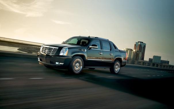 Фото обои дорога, небо, чёрный, Cadillac, джип, Escalade, пикап