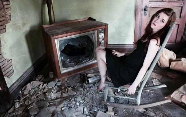 Фото обои грусть, взгляд, девушка, одиночество, комната, настроение, телевизор