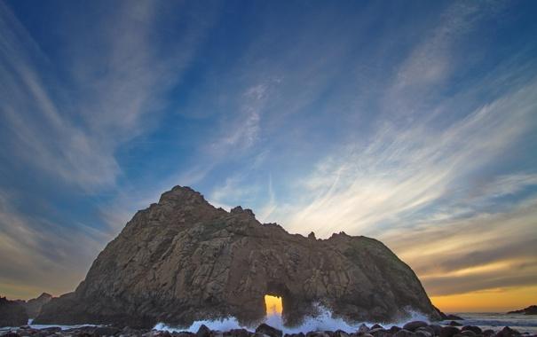Фото обои песок, море, волны, скала, камни, берег, Морской пейзаж