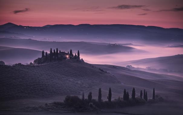 Фото обои небо, деревья, закат, огни, туман, холмы, поля