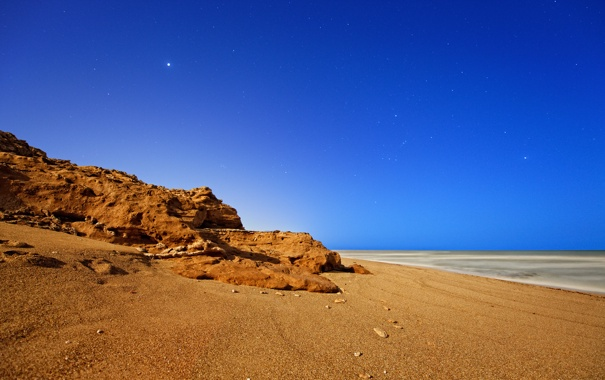 Фото обои море, небо, звезды, ночь, скала, океан, берег