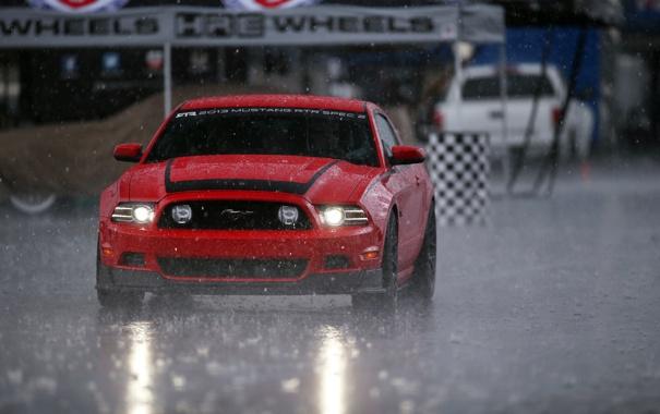 Фото обои дорога, машина, красный, дождь, гонка, mustang, мустанг