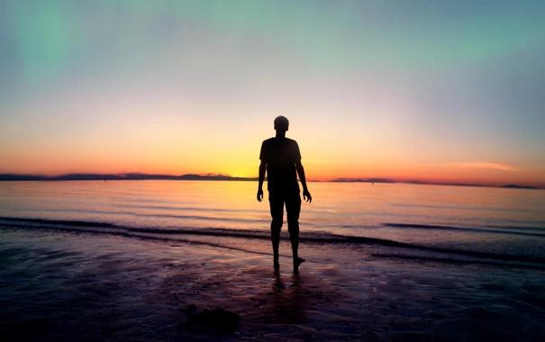 Фото обои море, пляж, закат, парень