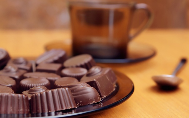 Фото обои крушка, еда, шоколад, тарелка, конфеты, ложка, plate